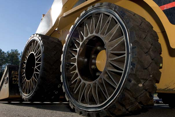 Tweel, le pneu sans air de Michelin !